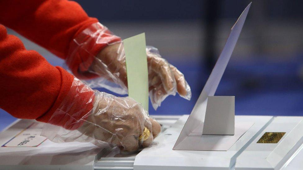Corea del Sur celebró sus elecciones parlamentarias en medio de la pandemia.