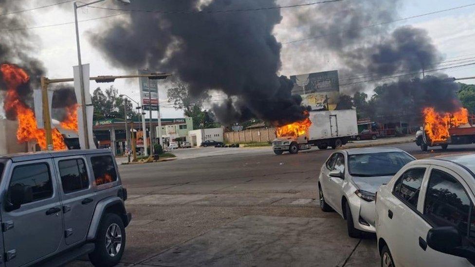 Vehículos incendiados en Culiacán