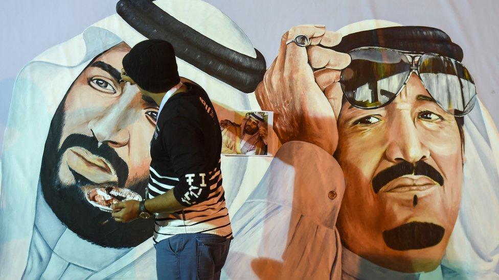 slikar slika portrete kralja i princa
