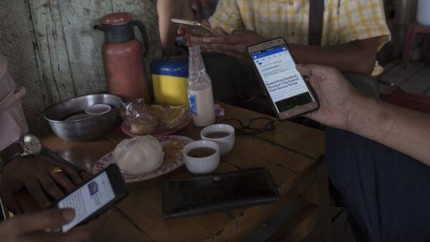 Bagi banyak orang di Myanmar, Facebook sama dengan internet.