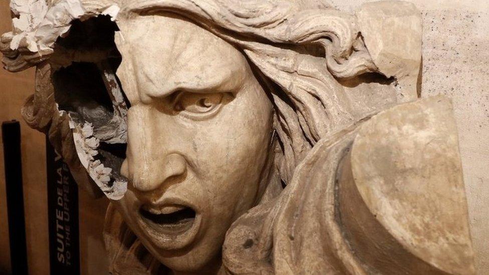 Statua Marijana, simbol Francuske, oštećena u protestima, decembar 2018.