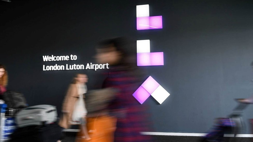 Luton Airport baggage handlers postpone Bank Holiday strike