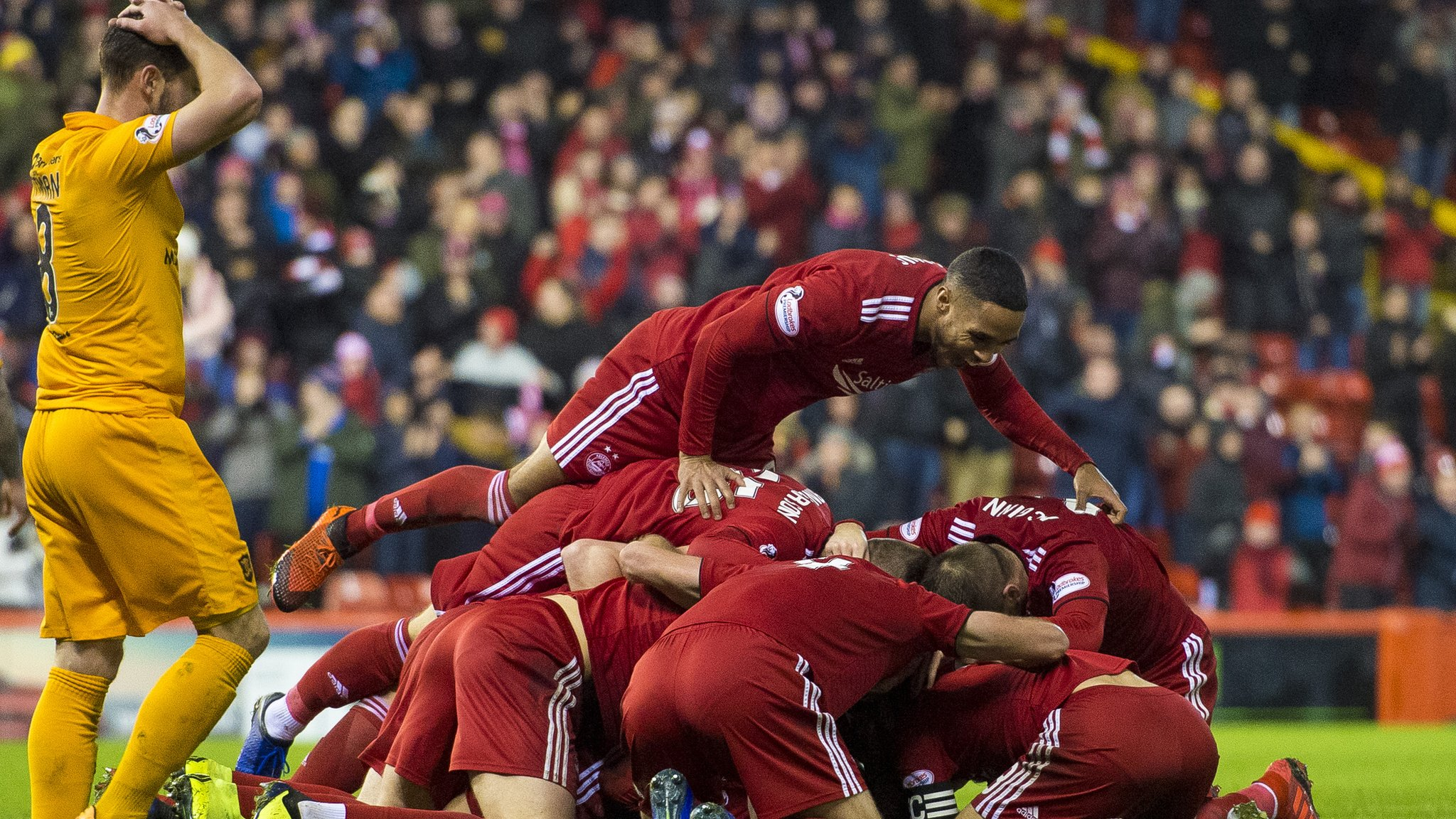 Ferguson overhead kick gives Aberdeen injury-time win over Livingston