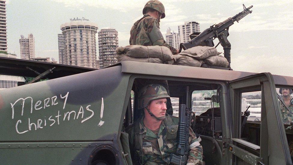 Soldados estadounidenses durante la invasión de Panamá