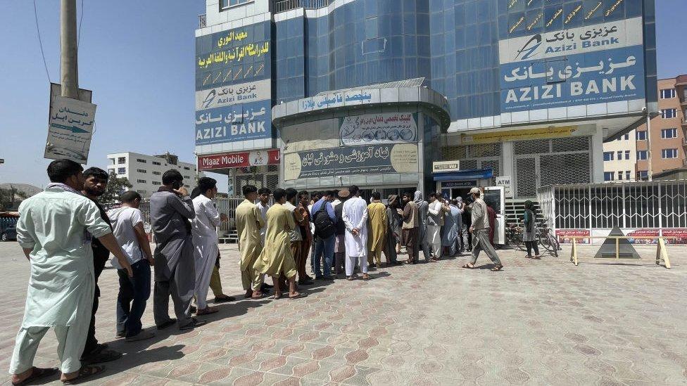Personas en Kabul