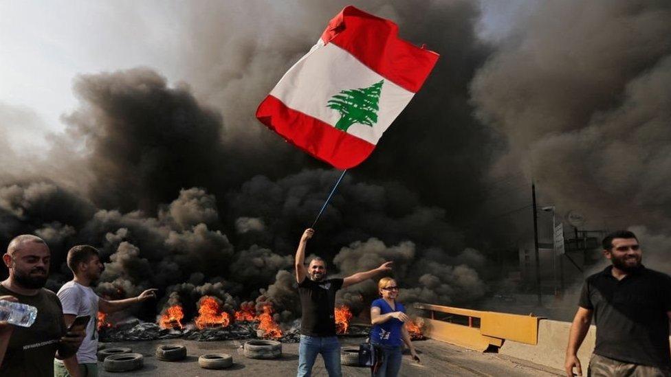 هل يمكن أن تحمل الأزمة الحالية في لبنان فرصة جديدة أم أنها أقرب لانتكاسة؟