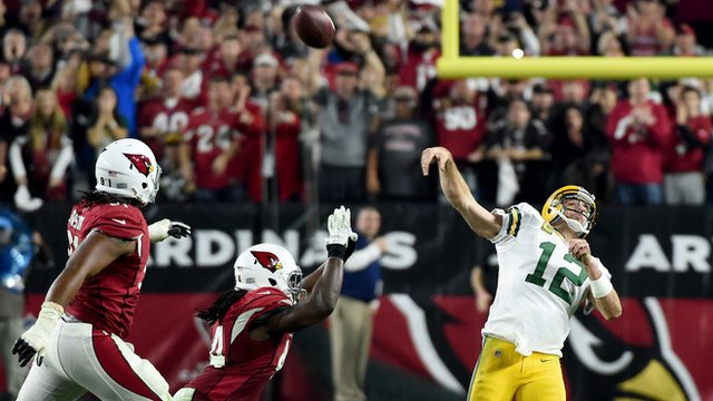 Aaron Rodgers throws an amazing Hail Mary pass for Green Bay Packers against Arizona Cardinals