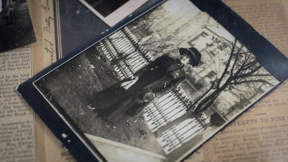 Una foto de una foto de Marion