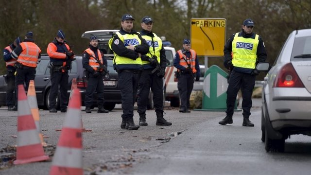 Belgian and French police patrol the border