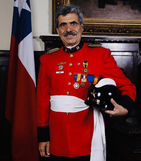 bombero Marco Antonio Cumsille.