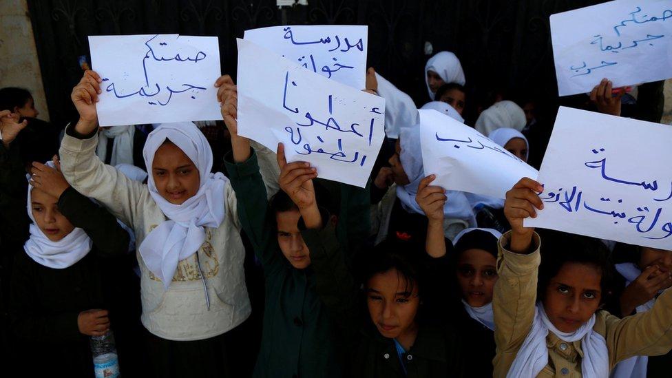 تظاهرة لأطفال في صنعاء بمناسبة الاحتفال باليوم العالمي للطفل