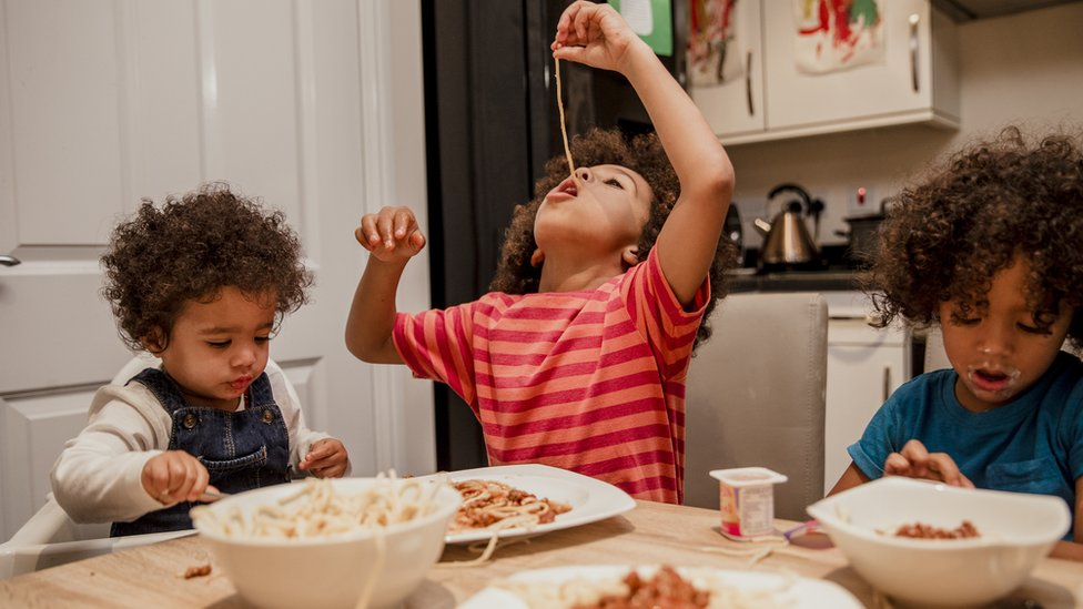 Parents 'not wholly to blame for child weight gain'