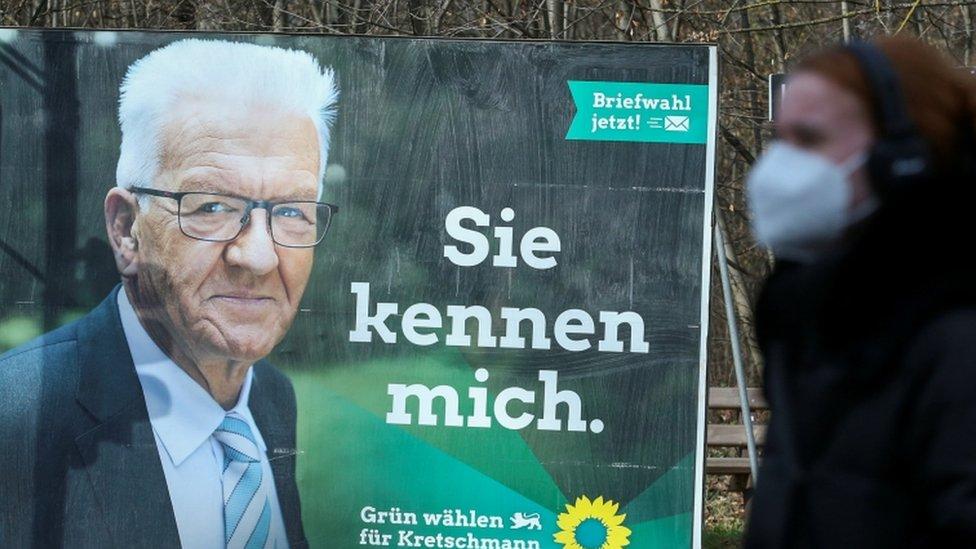 ملصق انتخابي يظهر فيه وينفريد كريتشمان