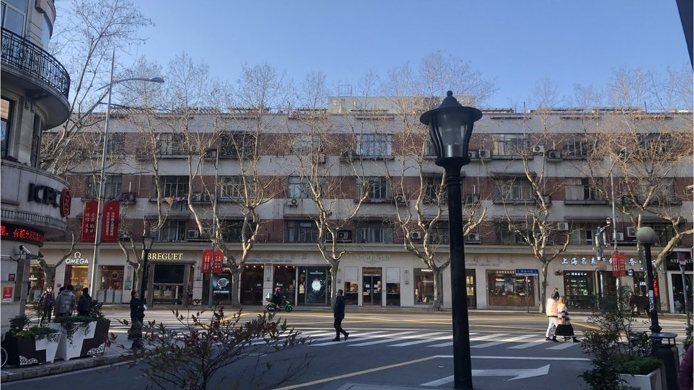 上海市區街道人潮比平時減少