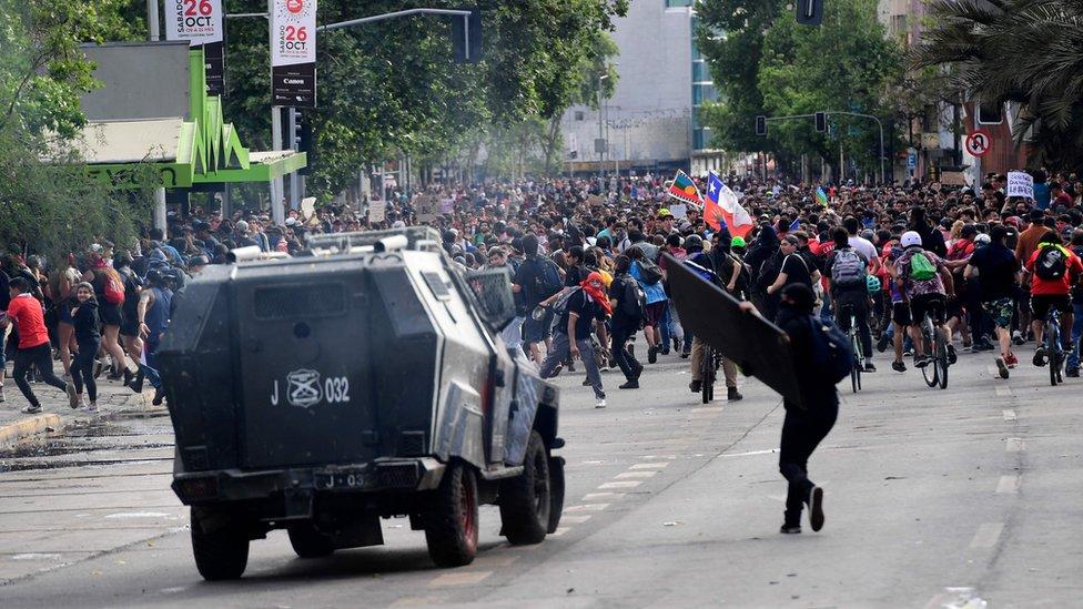 Tanque de la policía en Santiago