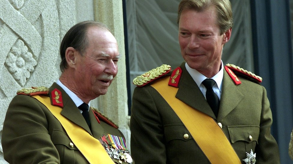 Grand Duke Henri of Luxembourg smiles at his father Jean as they appear on the balcony in Luxembourg on 7 October 2000
