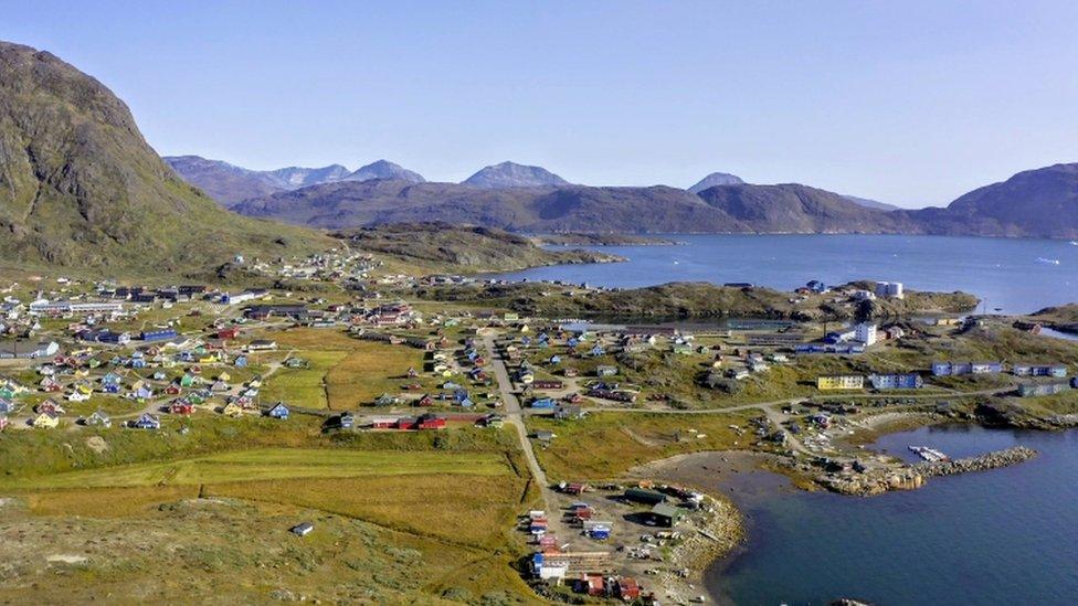 Vista de la ciudad de Narsaq, al sur de Groenlandia.