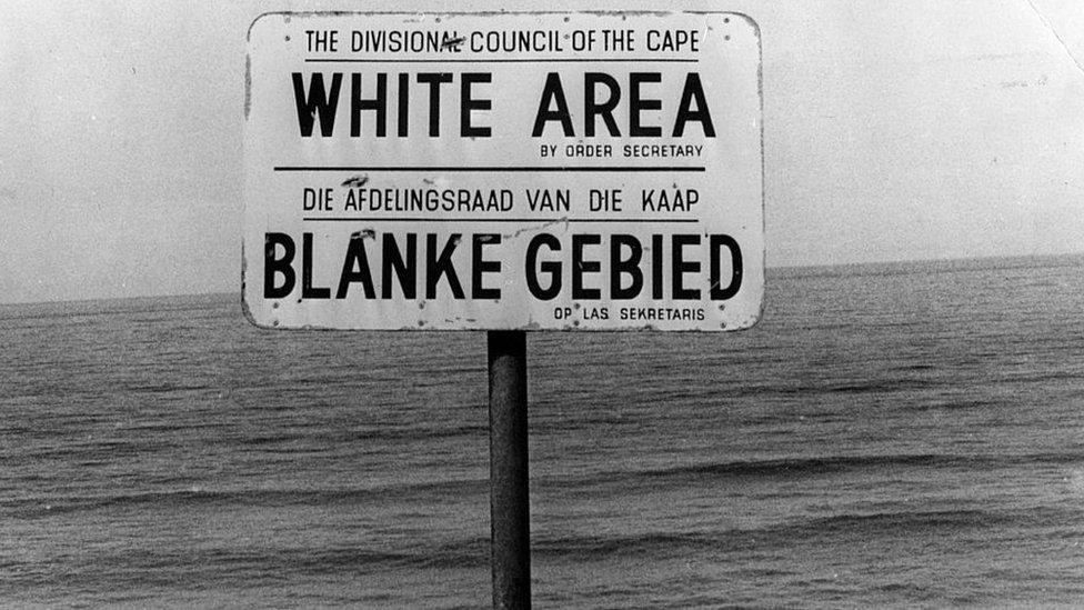 """Letrero marcando un """"Área blanca"""" en Ciudad del Cabo."""