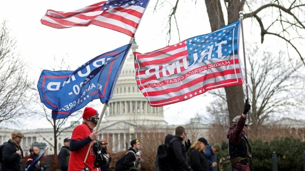 احتجاج أنصار ترامب على مصادقة الكونغرس على نتائج الانتخابات الرئاسية لعام 2020 في واشنطن.