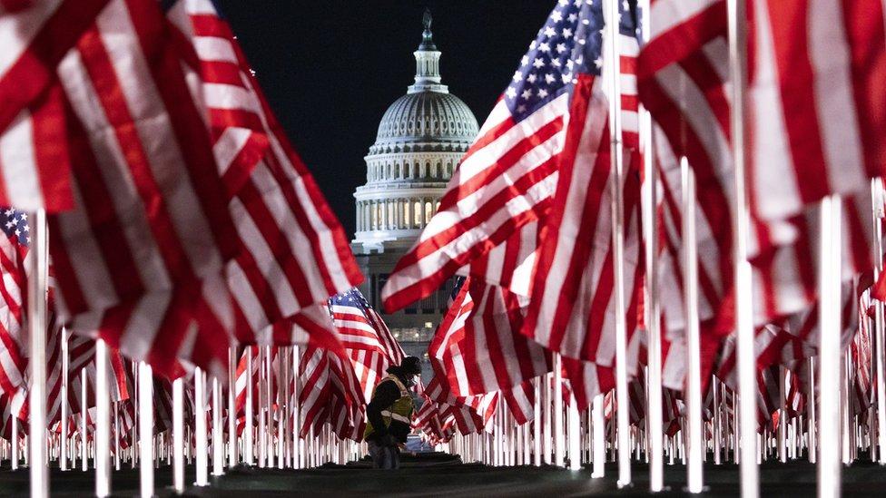 أعلام أمريكية أمام مبنى الكابيتول