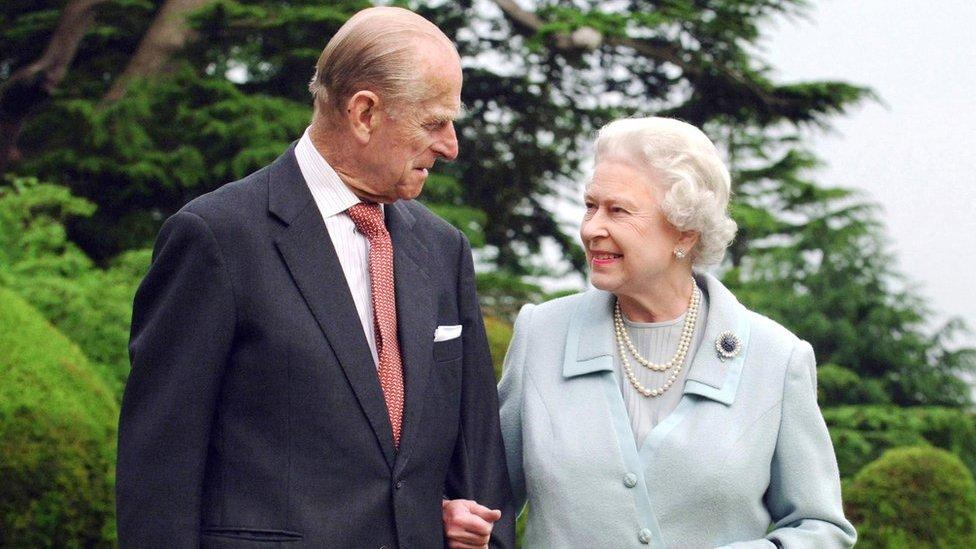 Почему Би-би-си так подробно освещает смерть принца Филиппа?