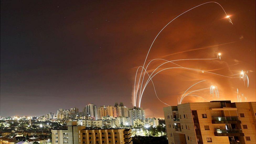 Арабо-израильский конфликт: ракетные удары продолжаются, в городе Лод - погромы и чрезвычайное положение