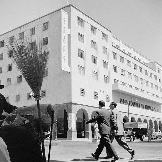 Sears inauguró sus primeras tiendas en México a mediados del siglo pasado.