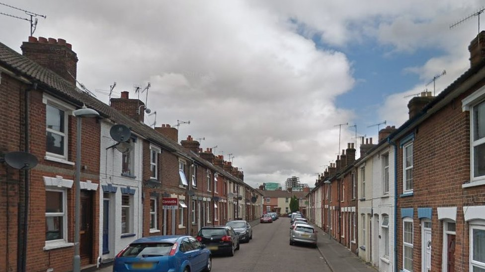 Ipswich murder probe after man fatally stabbed