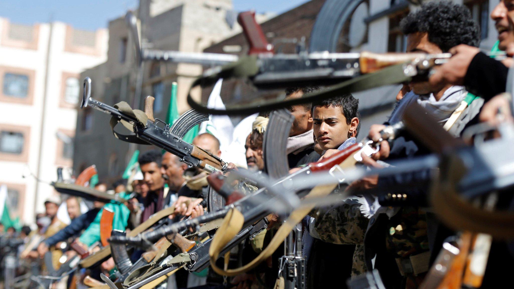 Yemen war: Fighting breaks out among allied rebels