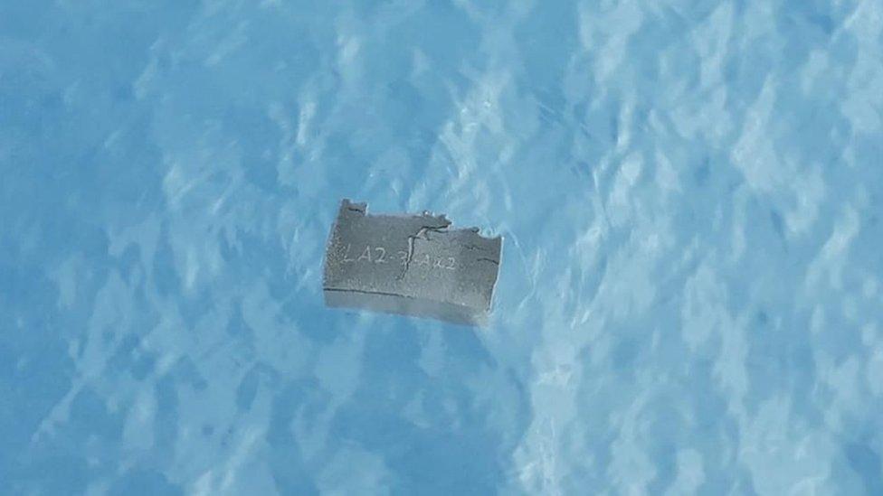 Restos encontrados en el mar, posiblemente del avión C-130 Hércules de Chile desaparecido.
