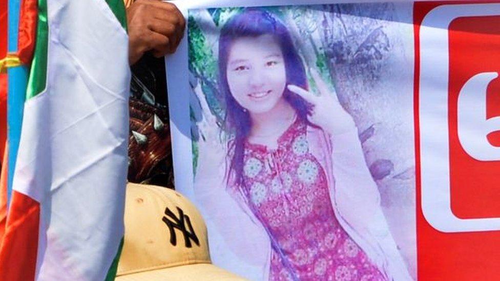ملصق للمتظاهرة ميا ثوي ثوي كاينغ في ميانمار