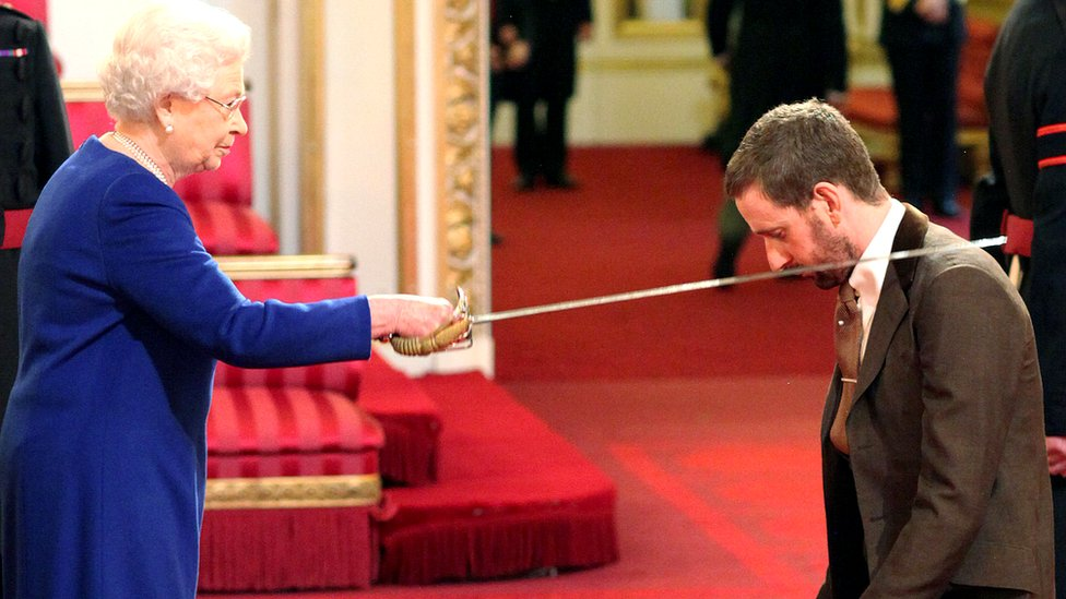 "Bradley Wiggins is knighted by Britain""s Queen Elizabeth II at Buckingham Palace, central London Tuesday Dec. 10, 2013"