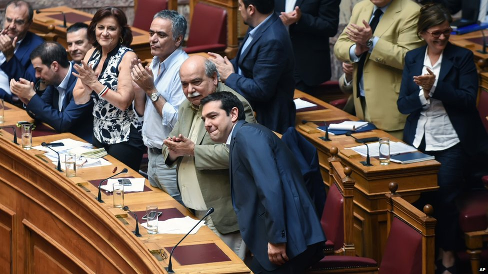 Members of the Greek Cabinet applaud as Greece's Prime Minister Alexis Tsipras arrives at parliament in Athens (9 July 2015)