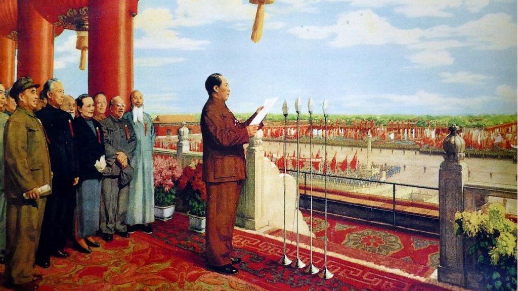 Mao proclamando el establecimiento de la República Popular de China el 1 de octubre de 1949