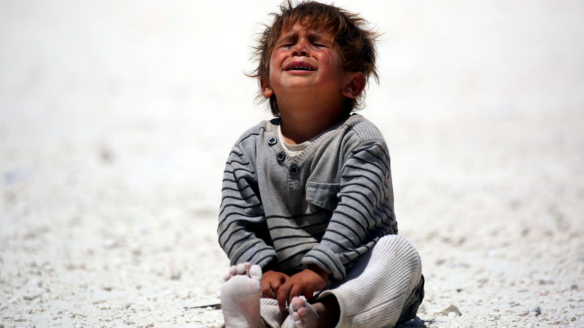 A child cries at a camp for displaced people in Ain Issa, Syria (10 June 2017)