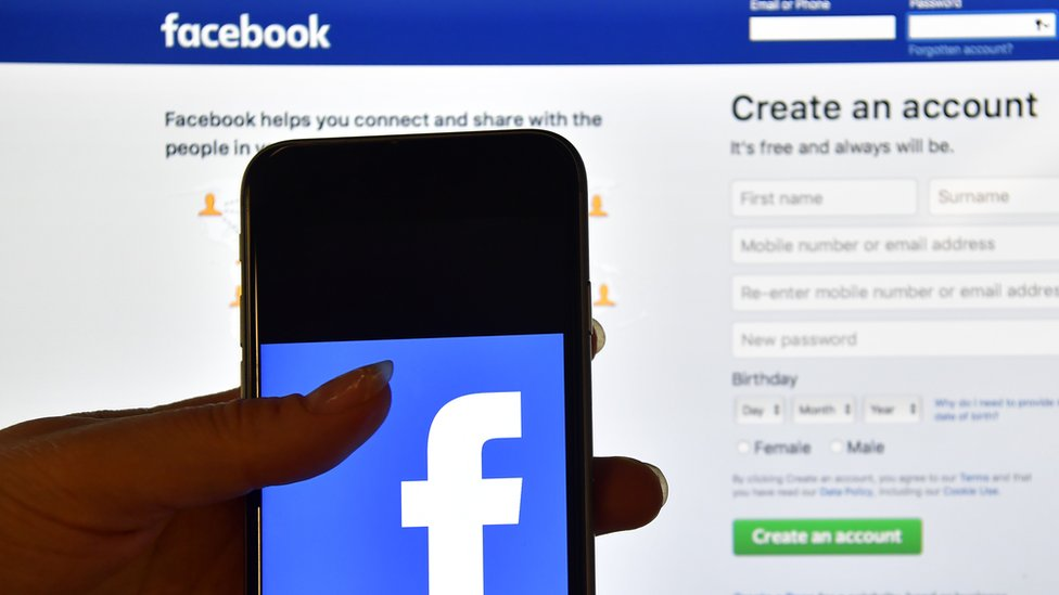 Facebook privacy: Survey suggests continuing US loyalty