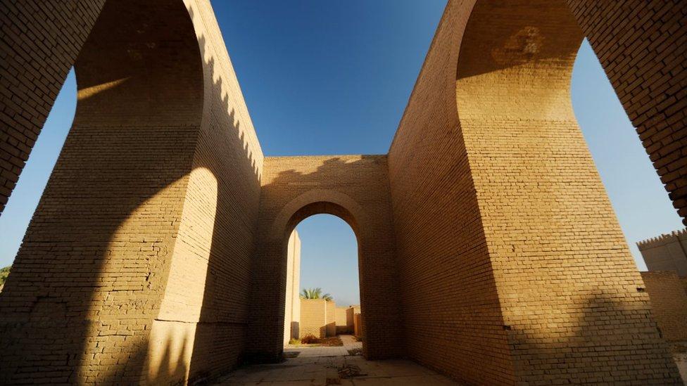 伊拉克的巴比倫城在經年的戰亂中受到破壞,現在正在修復