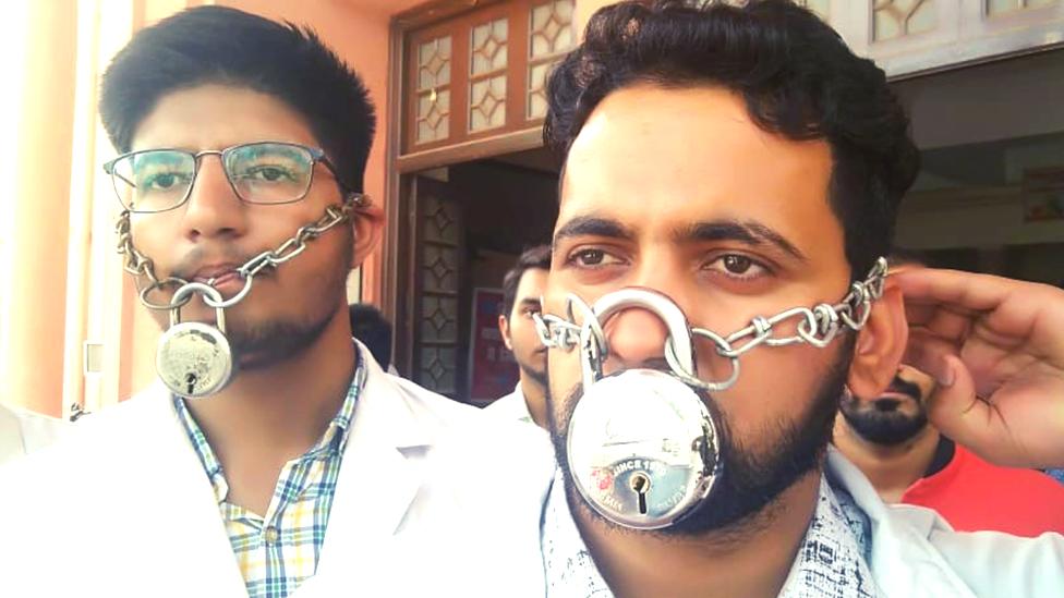 MBBS: क्या भारत में 'बेची' जा रही हैं सरकारी मेडिकल कॉलेजों की सीटें?