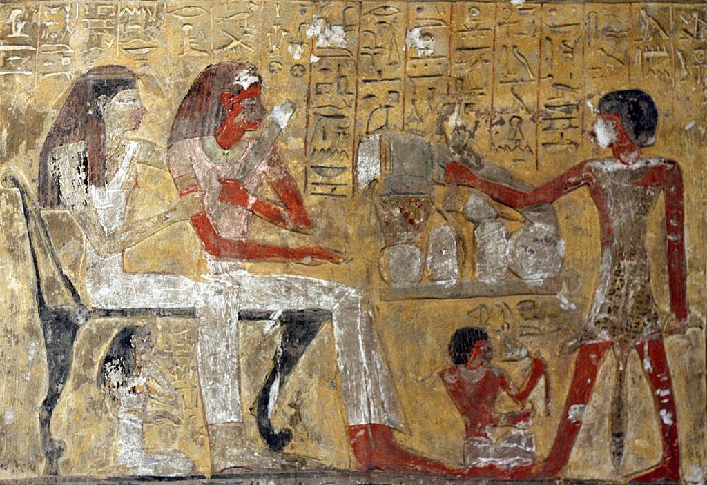 Estela de piedra caliza de Penbuwy, XIX Dinastía, alrededor de 1200 a. C. De Deir el-Medina en Tebas. Esta estela fue hecha por Penbuwy en honor al dios Ptah, quien se muestra en la parte superior izquierda, sentado en un santuario ante una mesa llena de ofrendas de comida.