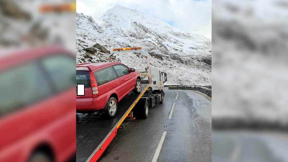 A car being towed away at Pen y Pass