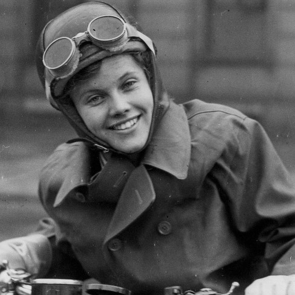 عملت بلاكمان كساعية بريد عسكرية في الحرب العالمية الثانية