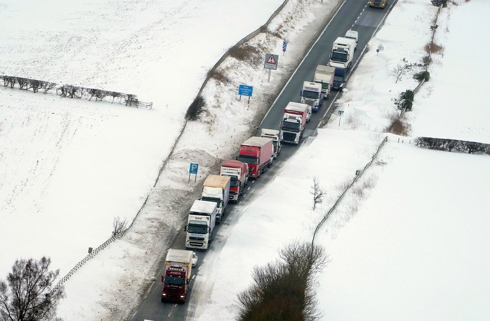 Cars and lorries stuck on A1 between Morpeth and Alnwick