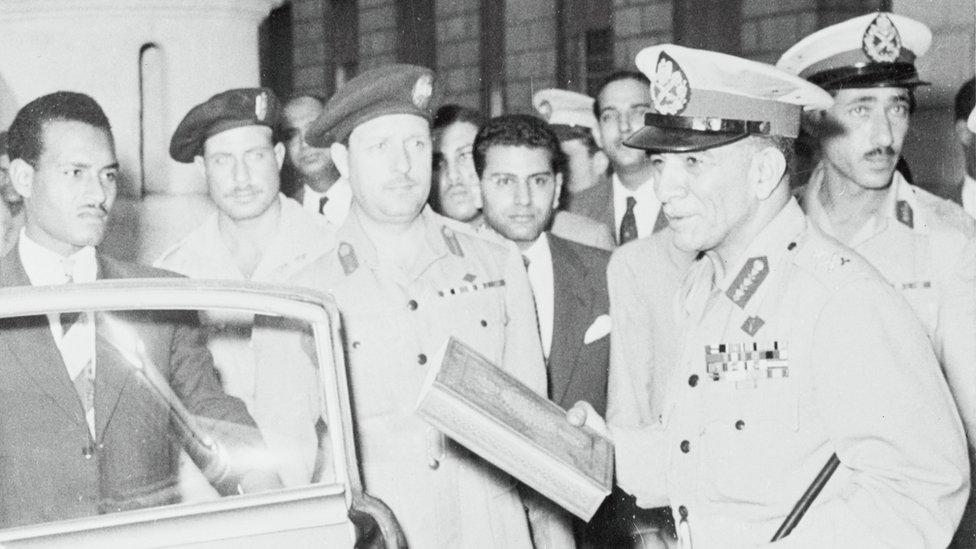 صورة بتاريخ 14 نوفمبر عام 1954 لدى الإطاحة بنجيب