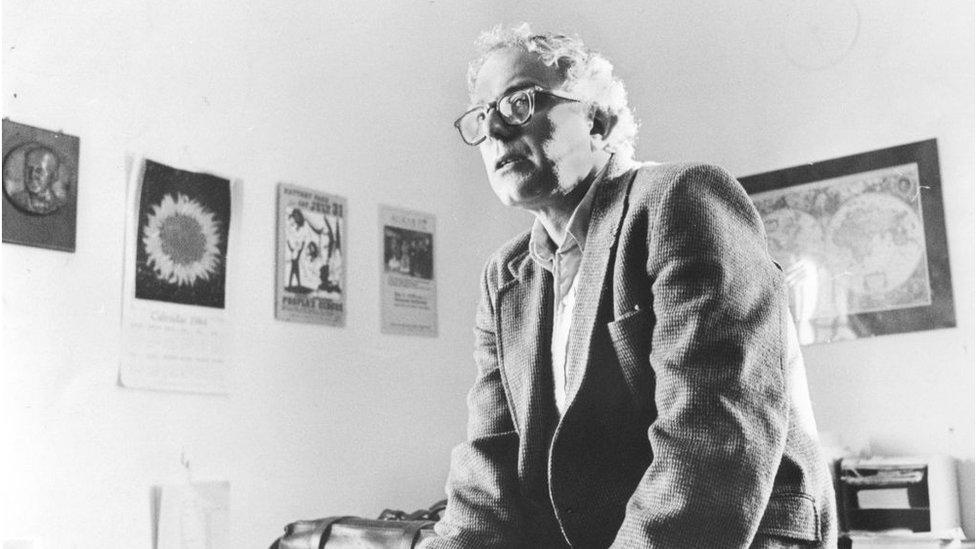 ساندرز في مكتبه كعمدة بيرلنغتون في الأول من مارس/اذار 1985