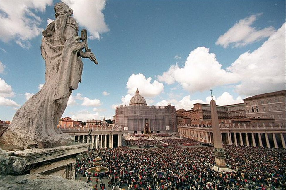 General view of St. Peters square, with St. Peters Basilica in background