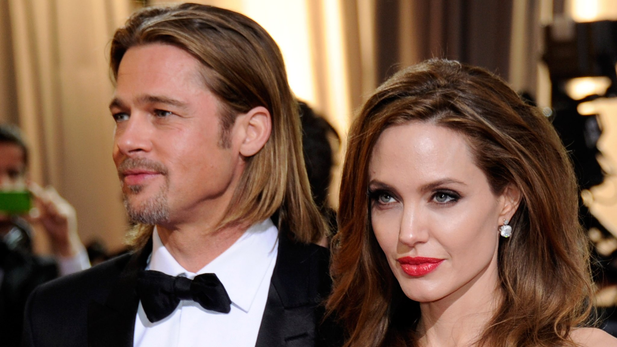 Angelina Jolie To Divorce Brad Pitt Bbc News