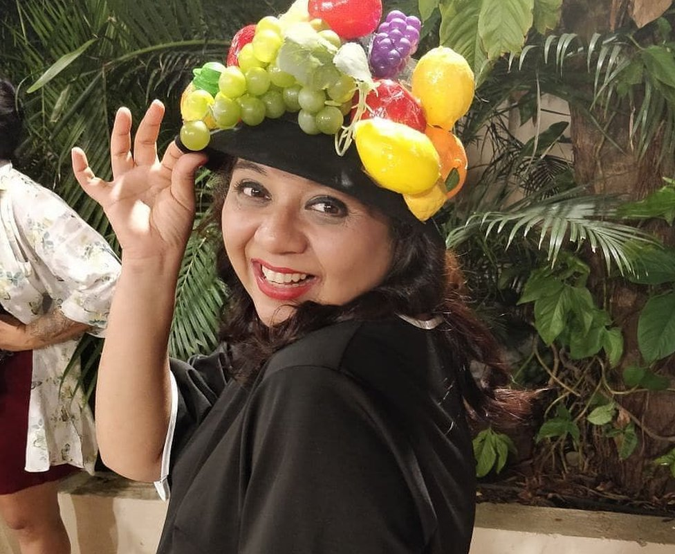 Another costume prize winner Mishta Roy dazzles in her Hawa Hawaii hat from Mr India