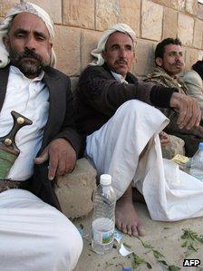 Men chewing qat