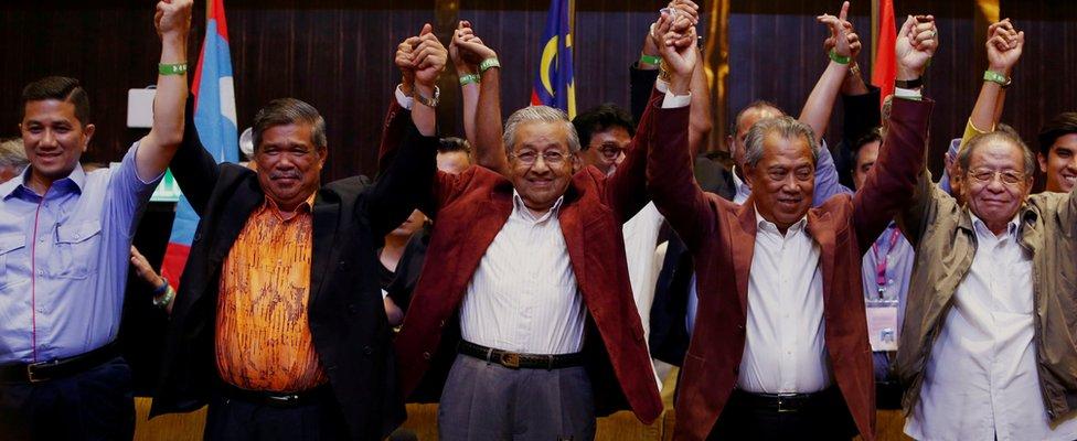 Mahathir Mohamad (centre front) and Pakatan Harapan members