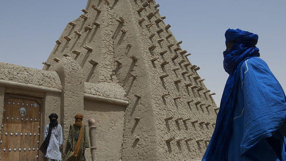 يتحدث أغ محمد علي سبع لغات بالرغم من أنه لا يعرف القراءة والكتابة